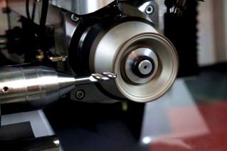 grinding ultra-high strength steel.1.jpg